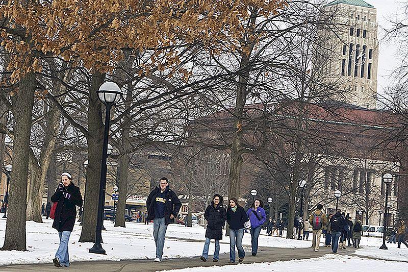Mičiganas Universitāte plāno palīdzēt skolēniem no mājām ar zemiem ienākumiem