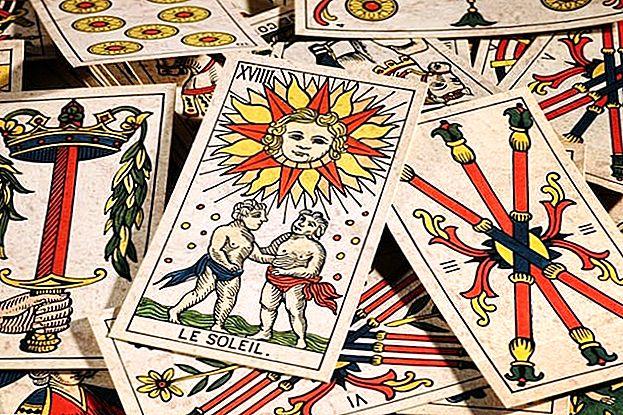 هل ترغب في كسب 20 دولارًا أميركيًا في ساعة قراءة مستقبلات الأشخاص؟ كل ما تحتاجه هو سطح السفينة من البطاقات
